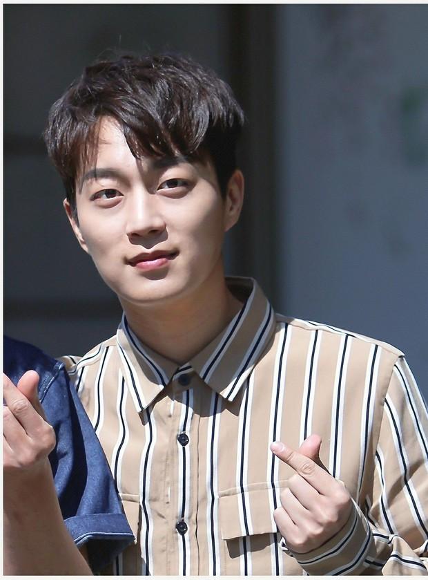 Không chỉ đứng trên sân khấu, Chanyeo; Kyuhyun và loạt nam thần Kpop còn là những cao thủ chơi game thứ thiệt - Ảnh 6.