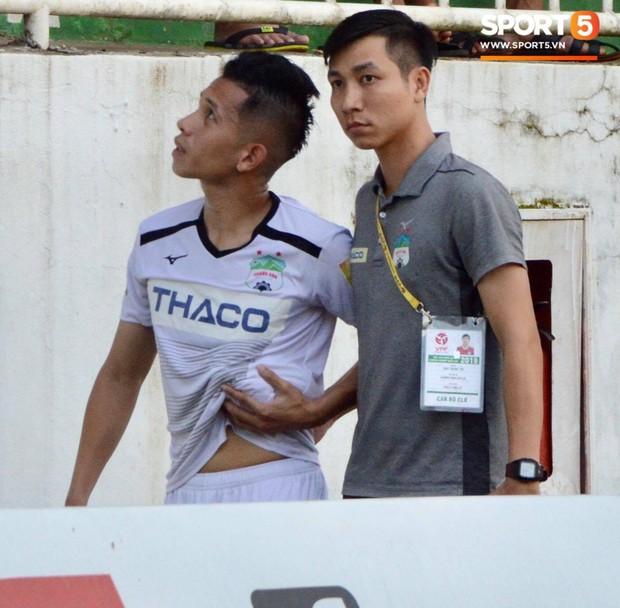 Tin rất buồn cho thầy Park: Sao HAGL được chẩn đoán gãy xương sườn, nguy cơ lỡ Vòng loại World Cup - Ảnh 1.
