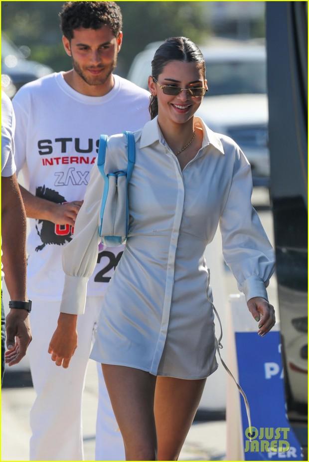 Còn độc thân nhưng đào hoa nhất nhà, Kendall Jenner được bắt gặp cùng trai lạ sau khi chia tay tình cũ chưa lâu - Ảnh 1.