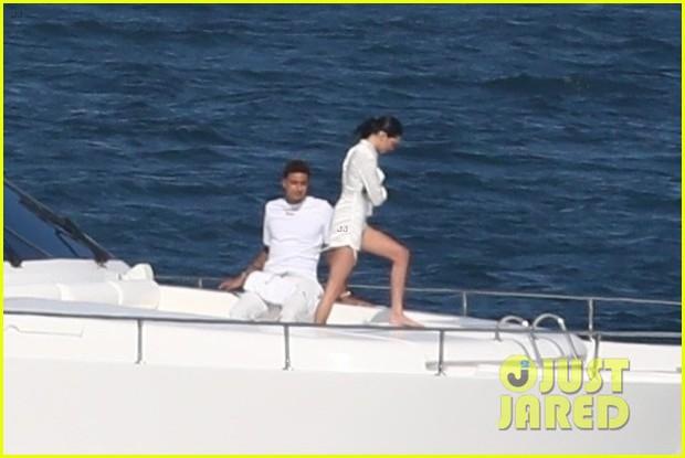 Còn độc thân nhưng đào hoa nhất nhà, Kendall Jenner được bắt gặp cùng trai lạ sau khi chia tay tình cũ chưa lâu - Ảnh 4.