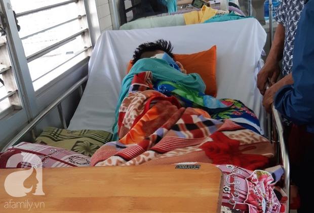 Đi phụ hồ giúp gia đình, bé trai 15 tuổi bị cây đâm xuyên mặt, phải bỏ một bên mắt - Ảnh 2.