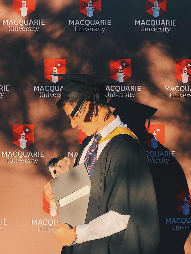 Thầy giáo Việt hot nhất MXH những ngày qua: Đẹp trai cao ráo như người mẫu, là thạc sĩ Ngôn ngữ tại Úc - Ảnh 4.