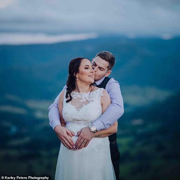 Cô dâu đăng ảnh cưới với tư thế tế nhị để chia sẻ ý tưởng chụp cho các cặp đôi khác, nào ngờ nhận về hàng loạt chỉ trích - Ảnh 3.