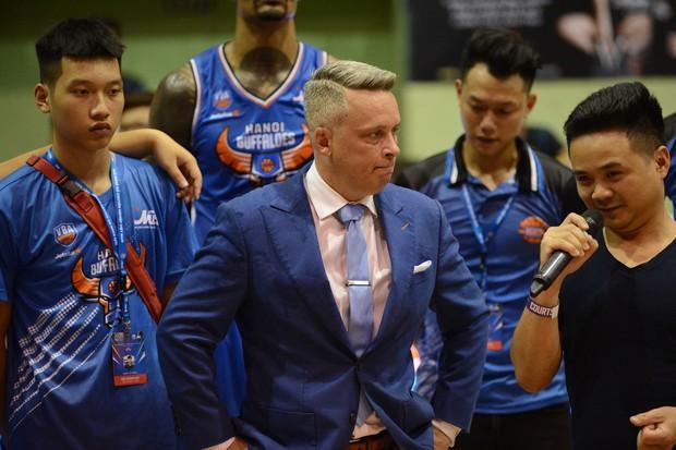 Hanoi Buffaloes bất ngờ chia tay HLV Todd Purves giữa thềm mùa giải VBA 2019 - Ảnh 3.