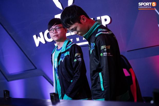 XB vươn vai nhẹ nhõm, Gấu nở nụ cười tươi như hoa và vô vàn cảm xúc khi tuyển Việt Nam giành quyền vào bán kết AWC 2019 - Ảnh 3.