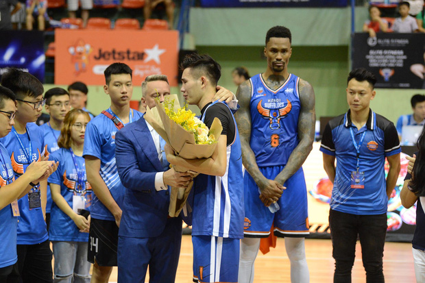 Hanoi Buffaloes bất ngờ chia tay HLV Todd Purves giữa thềm mùa giải VBA 2019 - Ảnh 5.