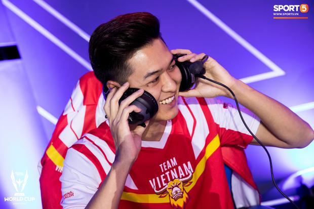 XB vươn vai nhẹ nhõm, Gấu nở nụ cười tươi như hoa và vô vàn cảm xúc khi tuyển Việt Nam giành quyền vào bán kết AWC 2019 - Ảnh 5.