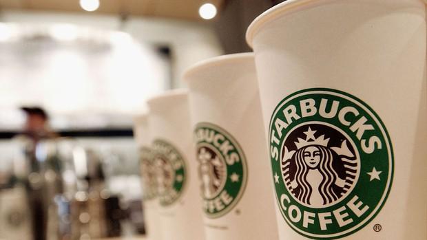 Đề nghị cảnh sát đi khuất mắt để không làm khách hàng lo sợ, Starbucks hứng chịu làn sóng chỉ trích gay gắt - Ảnh 3.