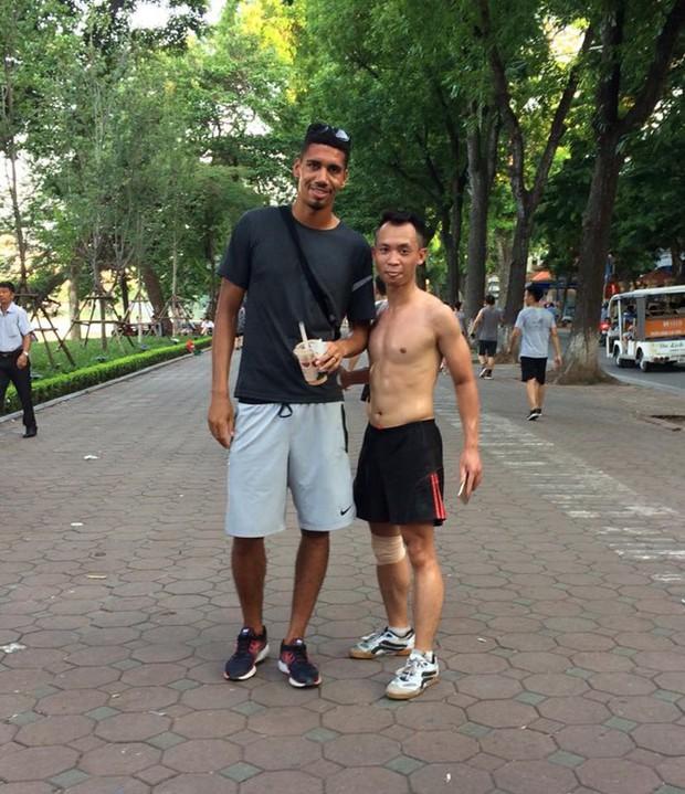 Đặng Văn Lâm cùng hàng loạt sao bóng đá thế giới hào hứng thả tim cho màn phát âm tiếng Việt chuẩn như người Việt của hậu vệ trụ cột Man Utd - Ảnh 4.