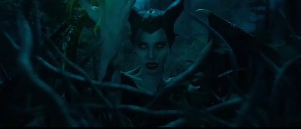 Choáng ngợp vì tiên cảnh trong trailer sốt dẻo Maleficent 2: Angelina Jolie nổi điên khi con gái mê trai đầu thai không hết - Ảnh 12.