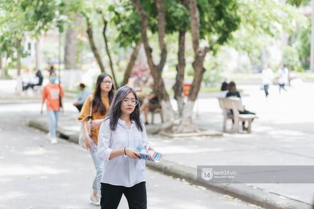 Nữ sinh con lai Việt Nga có cái tên lạ gây náo loạn tại cổng trường thi vào Học viện báo chí vì quá xinh xắn và đáng yêu - Ảnh 10.