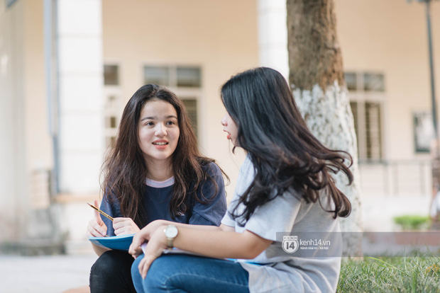 Nữ sinh con lai Việt Nga có cái tên lạ gây náo loạn tại cổng trường thi vào Học viện báo chí vì quá xinh xắn và đáng yêu - Ảnh 1.