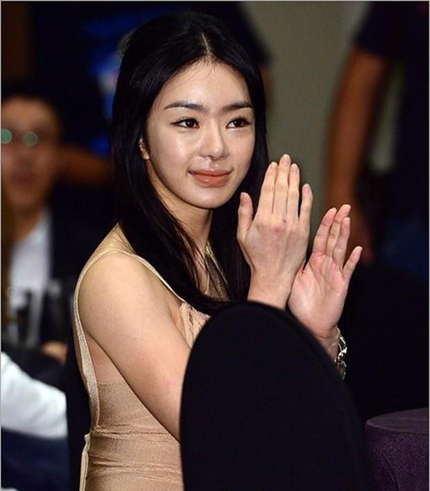 Những lần sao Hàn khiến fan phát hoảng vì nhan sắc tuột dốc không phanh: Người tăng cân quá đà, kẻ lạm dụng dao kéo - Ảnh 24.