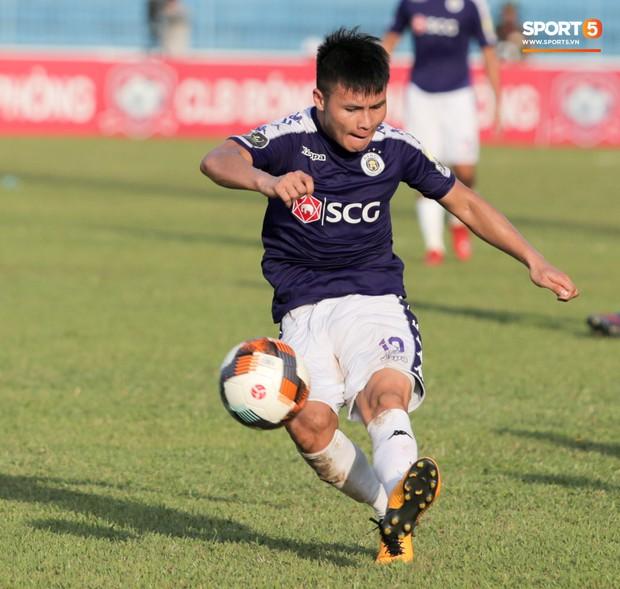 Ông nội qua đời, Quang Hải tạm gạt nỗi đau để lập hattrick kiến tạo giúp Hà Nội FC đè bẹp Thanh Hoá - Ảnh 1.