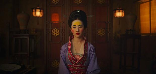 Nhìn Mulan Lưu Diệc Phi đánh võ, bỗng dưng Triệu Vy bị gọi hồn cùng một loạt tranh cãi - Ảnh 2.