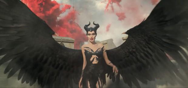 Maleficent 2 bất ngờ đẩy lịch chiếu sớm cả năm vì sự nghiệp phá hoại vũ trụ của Angelina Jolie? - Ảnh 1.