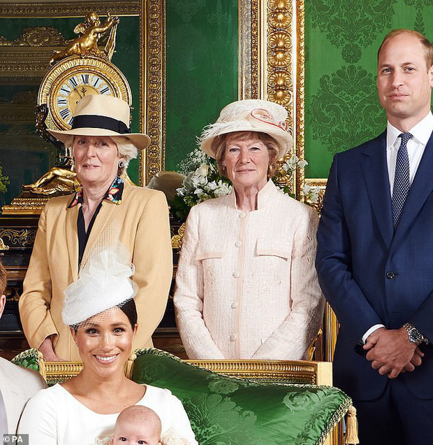 Hai chi tiết đặc biệt xúc động trong lễ rửa tội của bé Archie, chưa từng xảy ra ở 3 con nhà Công nương Kate - Ảnh 1.