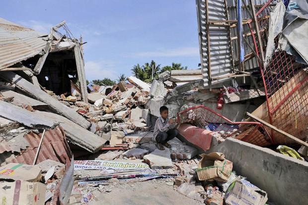 Indonesia: Hàng nghìn người sơ tán sau động đất mạnh 7,1 độ - Ảnh 1.