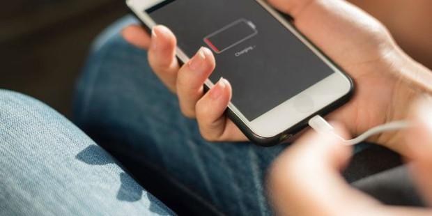 Lý do cấm kỵ dùng sạc rẻ tiền cho iPhone: Thờ ơ mắc lỗi sẽ có ngày khiến bạn trả giá - Ảnh 1.