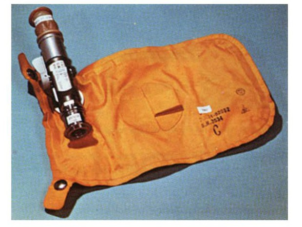 Tàu Apollo 11 lên Mặt Trăng không có toilet, các phi hành gia giải quyết nỗi buồn bằng cách nào? - Ảnh 1.