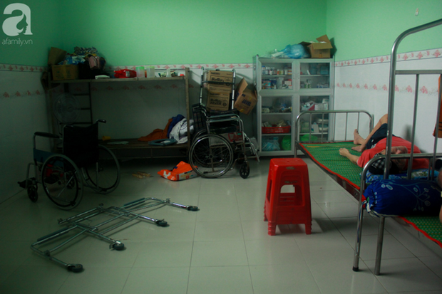 Ánh mắt cầu cứu của hơn 100 đứa trẻ tật nguyền, lớn lên bên bàn tay chăm sóc của người mẹ già 82 tuổi - Ảnh 14.