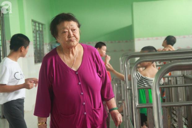 Ánh mắt cầu cứu của hơn 100 đứa trẻ tật nguyền, lớn lên bên bàn tay chăm sóc của người mẹ già 82 tuổi - Ảnh 3.