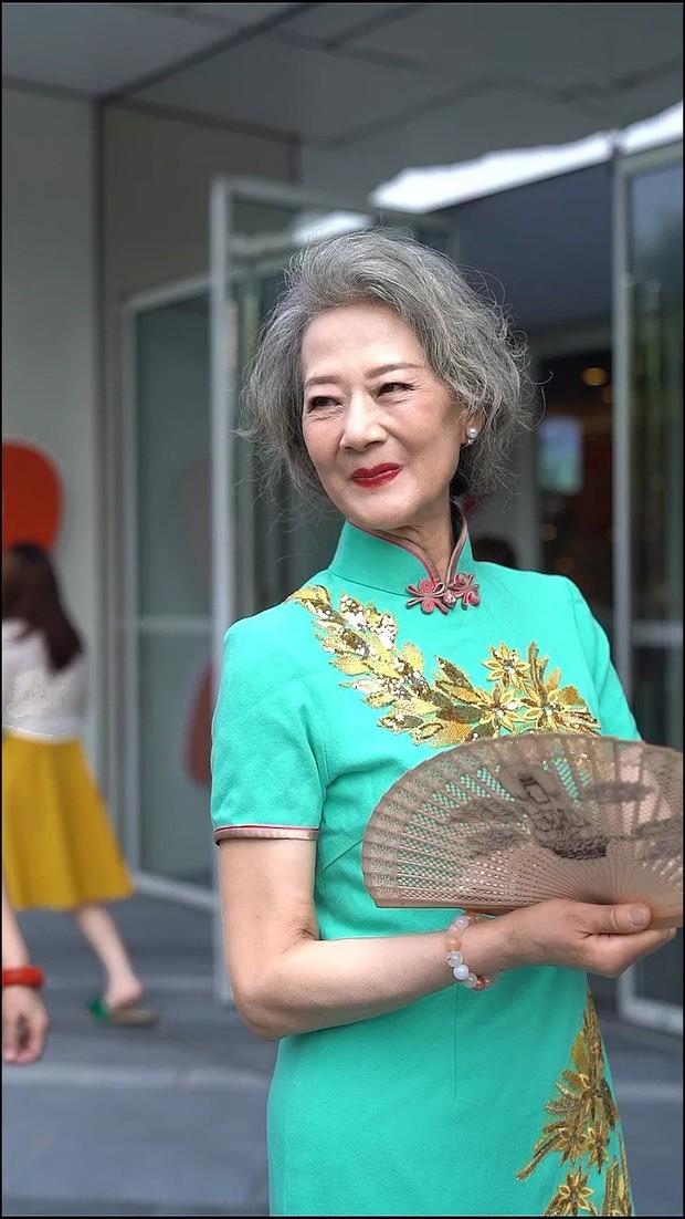 Chất như 4 bà ngoại Trung Quốc: Lúc trẻ làm to, về già theo đuổi nghiệp người mẫu để giữ khí chất sang chảnh - Ảnh 5.