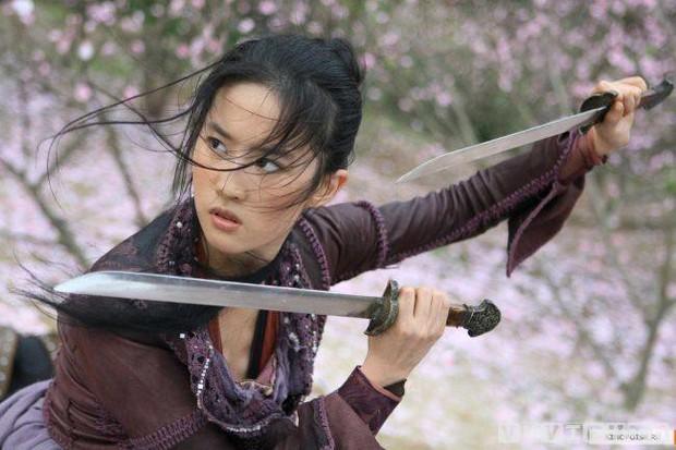 9 phim làm nên thương hiệu nữ hoàng của những bình bông Lưu Diệc Phi, đến Mulan vẫn không cứu nổi? - Ảnh 7.
