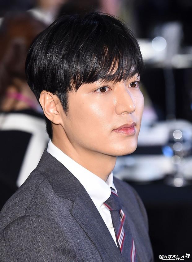 Lee Min Ho lần đầu dự sự kiện ở Hàn hậu xuất ngũ: Sống mũi như muốn đòi mạng chị em, đôi chân dài còn ấn tượng hơn - Ảnh 8.