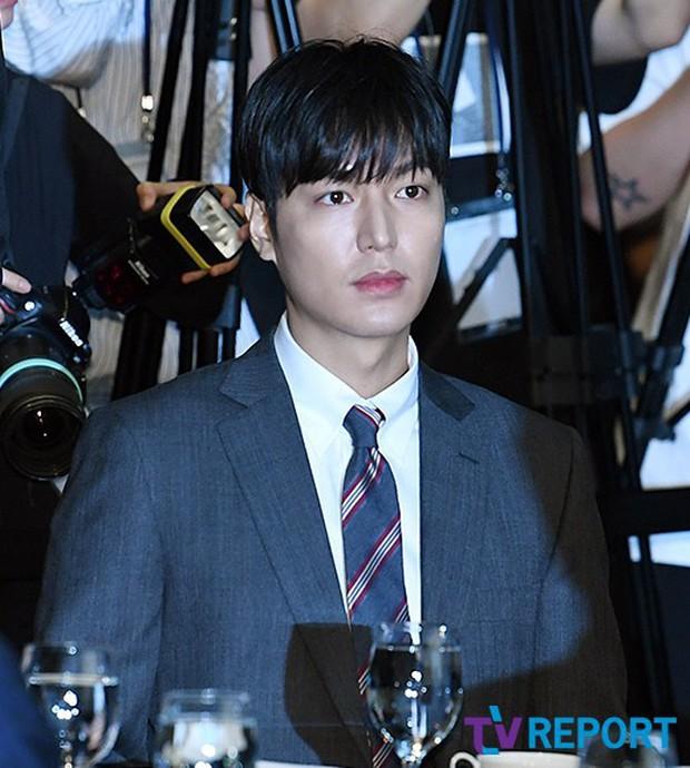 Lee Min Ho lần đầu dự sự kiện ở Hàn hậu xuất ngũ: Sống mũi như muốn đòi mạng chị em, đôi chân dài còn ấn tượng hơn - Ảnh 9.