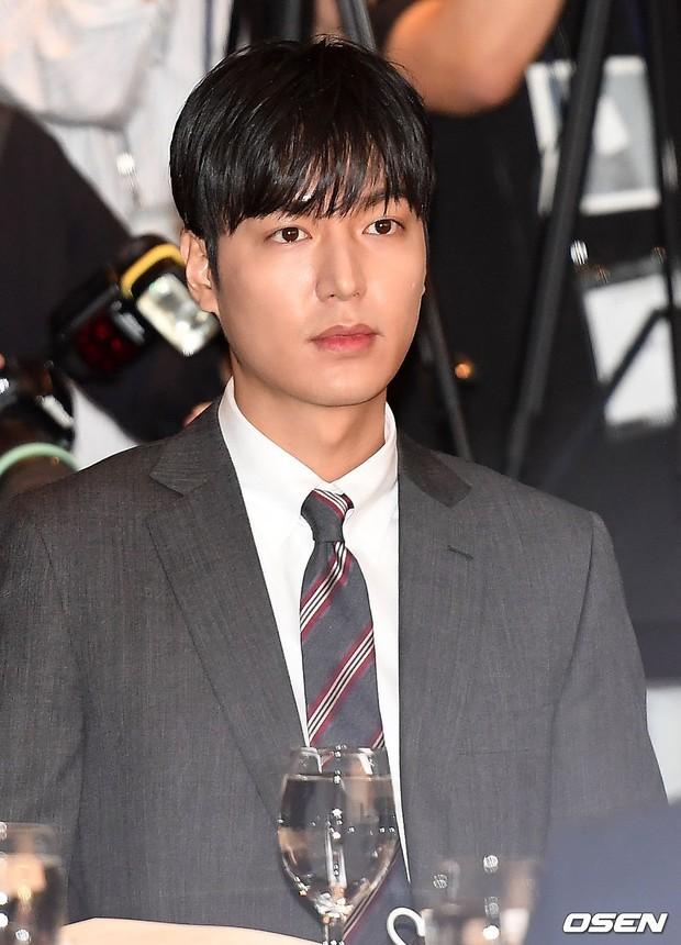 Lee Min Ho lần đầu dự sự kiện ở Hàn hậu xuất ngũ: Sống mũi như muốn đòi mạng chị em, đôi chân dài còn ấn tượng hơn - Ảnh 7.