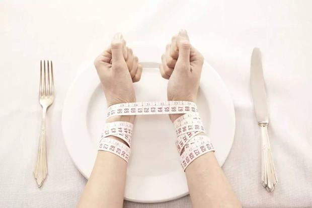 Có những kiểu rối loạn ăn uống vô cùng nguy hiểm mà không phải ai cũng biết - Ảnh 1.