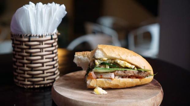 8 cột mốc biến bánh mì Việt từ món ăn vay mượn thành chiếc bánh mì ngon nhất thế giới - Ảnh 8.