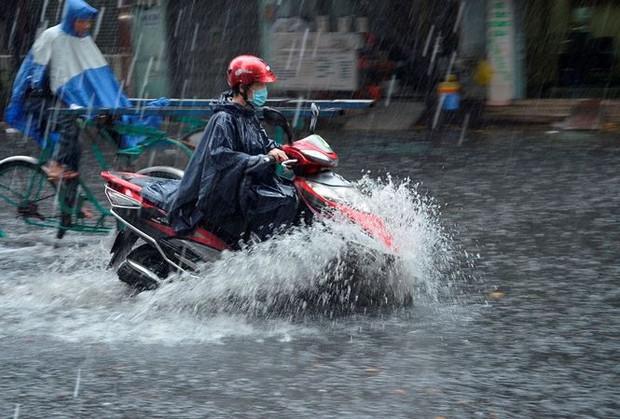 Chiều tối và đêm nay, Hà Nội đón mưa giông sau nhiều ngày nắng nóng kinh hoàng - Ảnh 1.