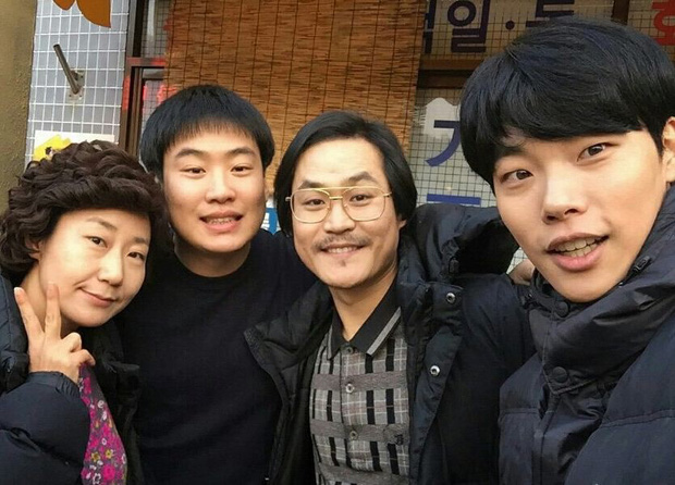 Màn lột xác nhờ giảm 10kg giúp sao nam béo ú của Reply 1988 xâm chiếm top 30 tin hot nhất xứ Hàn hôm nay - Ảnh 2.
