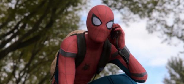 Chiếc kính của Tony Stark trong Far From Home: Lời cảnh báo về quyền riêng tư và sự vô tâm của nhện nhí - Ảnh 1.
