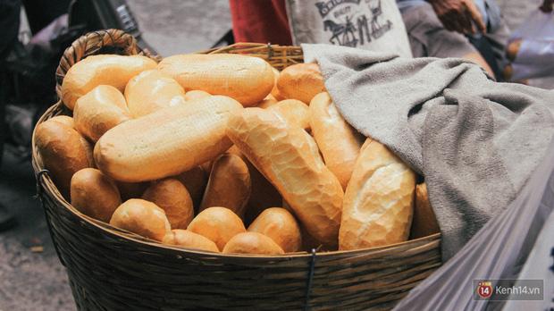 8 cột mốc biến bánh mì Việt từ món ăn vay mượn thành chiếc bánh mì ngon nhất thế giới - Ảnh 2.