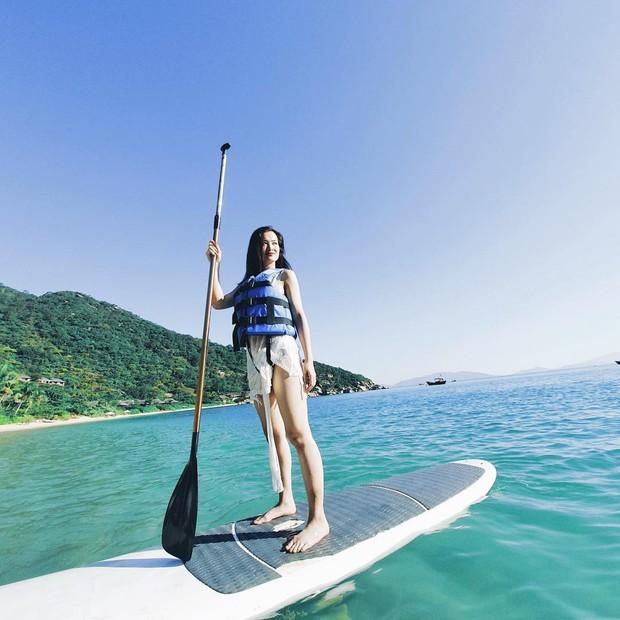 Đông Nhi tự nhận mình là ocean girl khi đi du lịch, fan tò mò không biết có khi nào anh chị làm đám cưới ở biển luôn hông ta? - Ảnh 6.