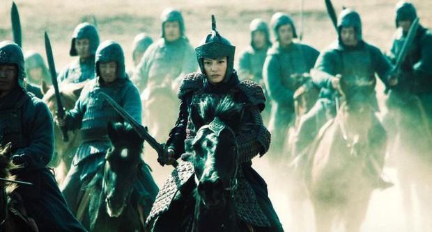 Nhìn Mulan Lưu Diệc Phi đánh võ, bỗng dưng Triệu Vy bị gọi hồn cùng một loạt tranh cãi - Ảnh 13.