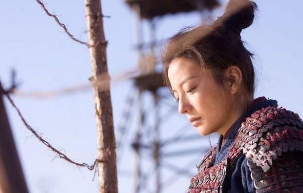 Nhìn Mulan Lưu Diệc Phi đánh võ, bỗng dưng Triệu Vy bị gọi hồn cùng một loạt tranh cãi - Ảnh 12.