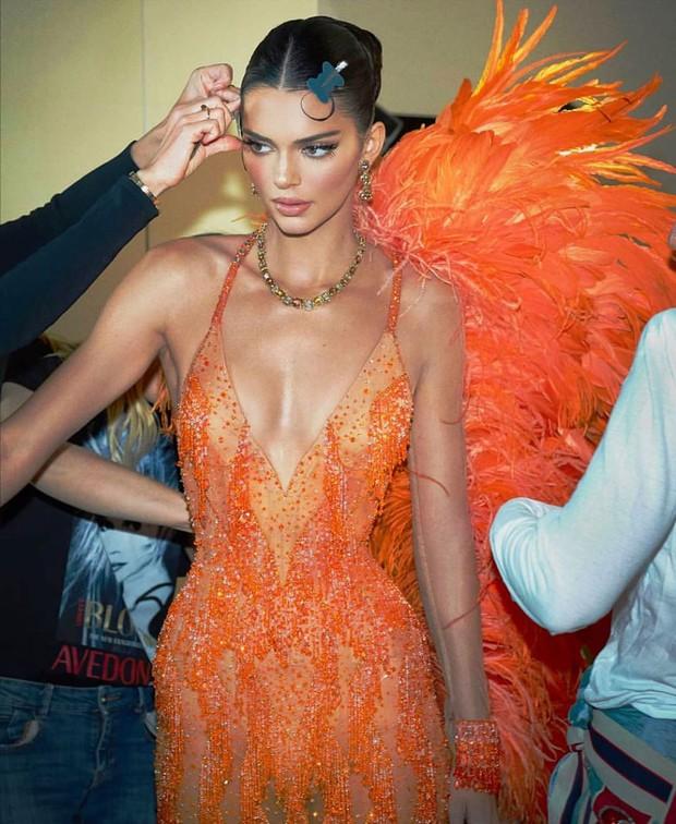 Loạt ảnh bikini chưa chỉnh sửa lột tả chân thực body của Kendall Jenner: Kể cả vòng 1 có phẳng lỳ thì vẫn sexy tuyệt đối - Ảnh 8.