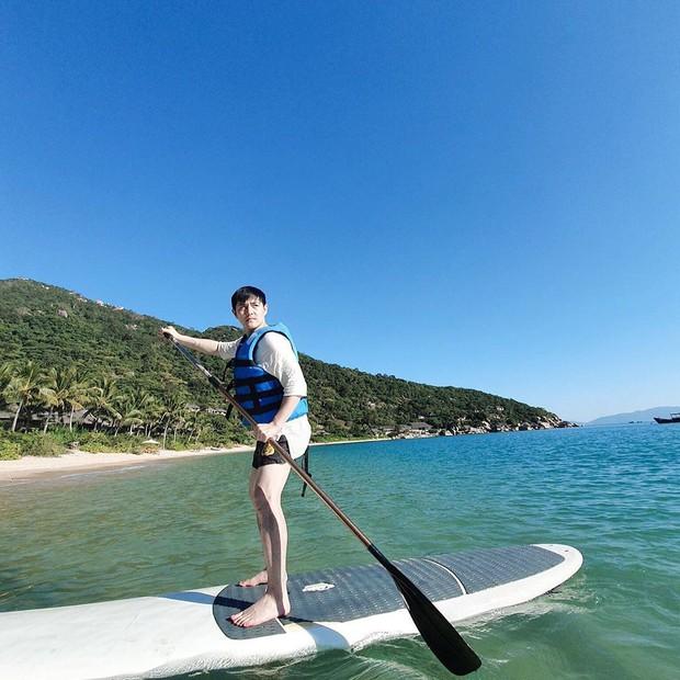Đông Nhi tự nhận mình là ocean girl khi đi du lịch, fan tò mò không biết có khi nào anh chị làm đám cưới ở biển luôn hông ta? - Ảnh 5.