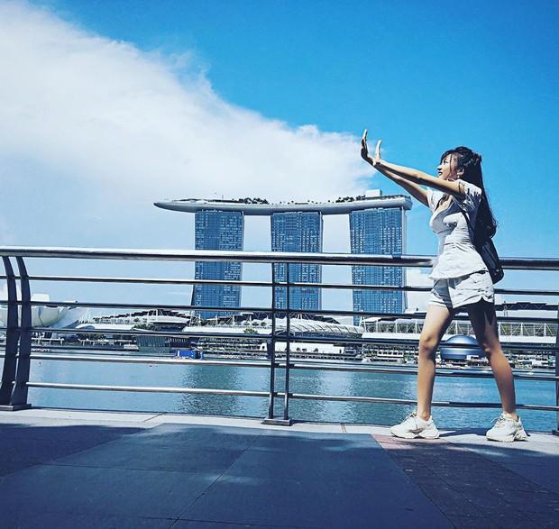 Ngọc Nữ đẹp xuất thần khi sang Singapore thăm nuôi bạn trai tin đồn Phan Văn Đức - Ảnh 4.