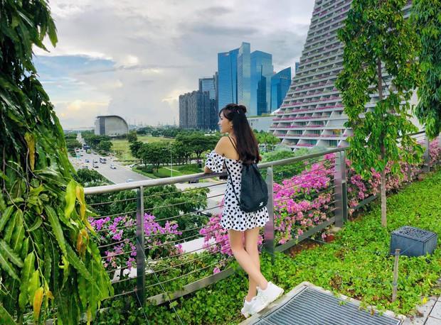 Ngọc Nữ đẹp xuất thần khi sang Singapore thăm nuôi bạn trai tin đồn Phan Văn Đức - Ảnh 6.