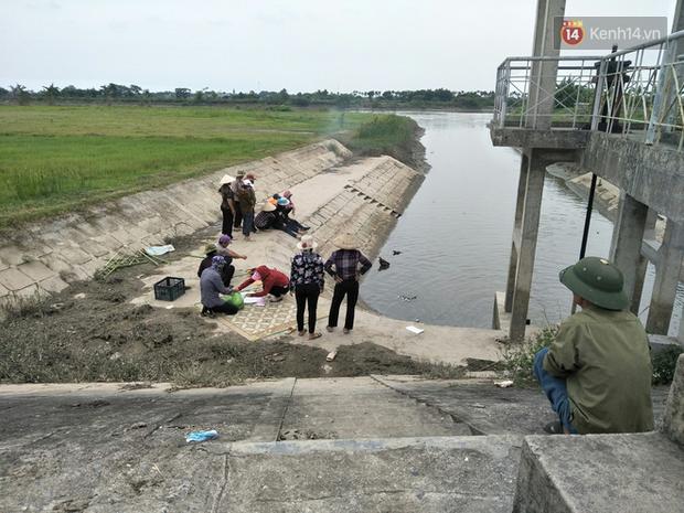 """Tang thương vùng quê Hải Dương nơi 3 học sinh đuối nước: """"Cùng một lúc tôi mất đi 3 đứa cháu nội"""" - Ảnh 6."""