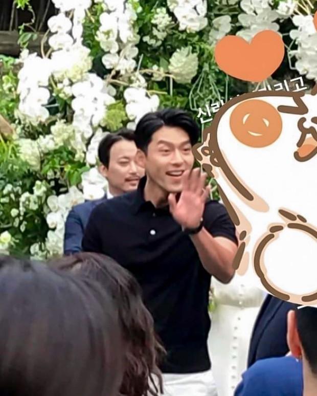 Đám cưới gây bão hội tụ 3 sao Hàn quyền lực: Hyun Bin bảnh bất chấp mọi camera, Gong Hyo Jin sexy bên Shin Min Ah - Ảnh 7.