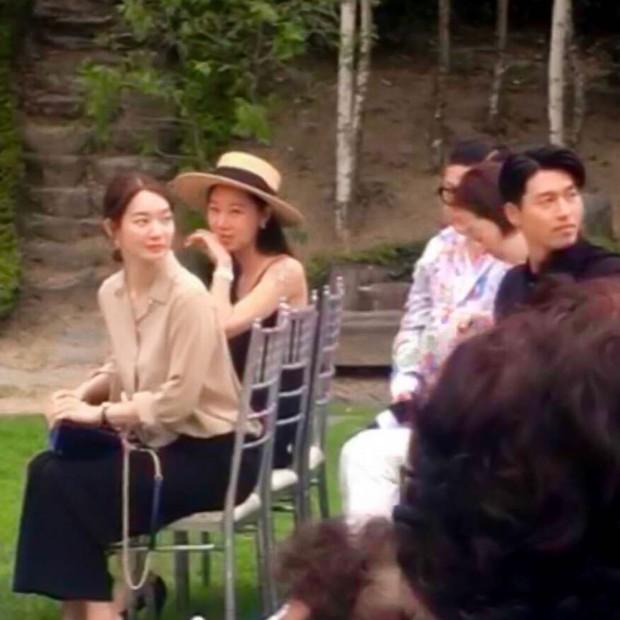 Đám cưới gây bão hội tụ 3 sao Hàn quyền lực: Hyun Bin bảnh bất chấp mọi camera, Gong Hyo Jin sexy bên Shin Min Ah - Ảnh 3.