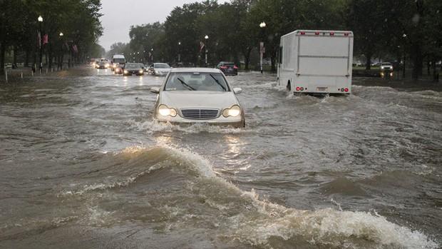 Mưa lớn khiến thủ đô nước Mỹ ngập nặng - Ảnh 1.
