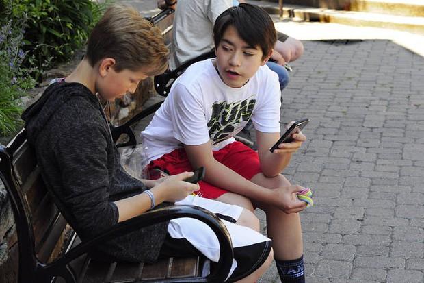 Kỳ thị lẫn nhau vì không dùng iPhone: Văn hoá ngầm của giới trẻ Mỹ khiến nhiều người ngán ngẩm - Ảnh 1.