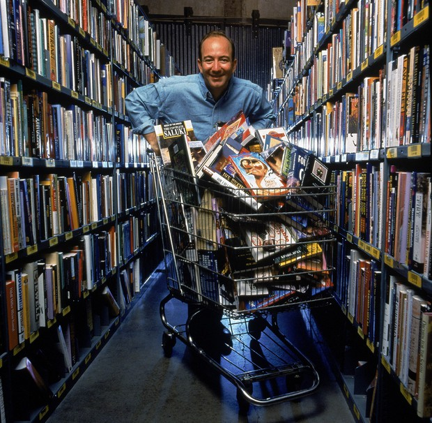 Từ kiếp bán sách dạo đến tỷ phú giàu nhất thế giới: Chùm ảnh hiếm về quá khứ của ông chủ Amazon 25 năm về trước - Ảnh 4.